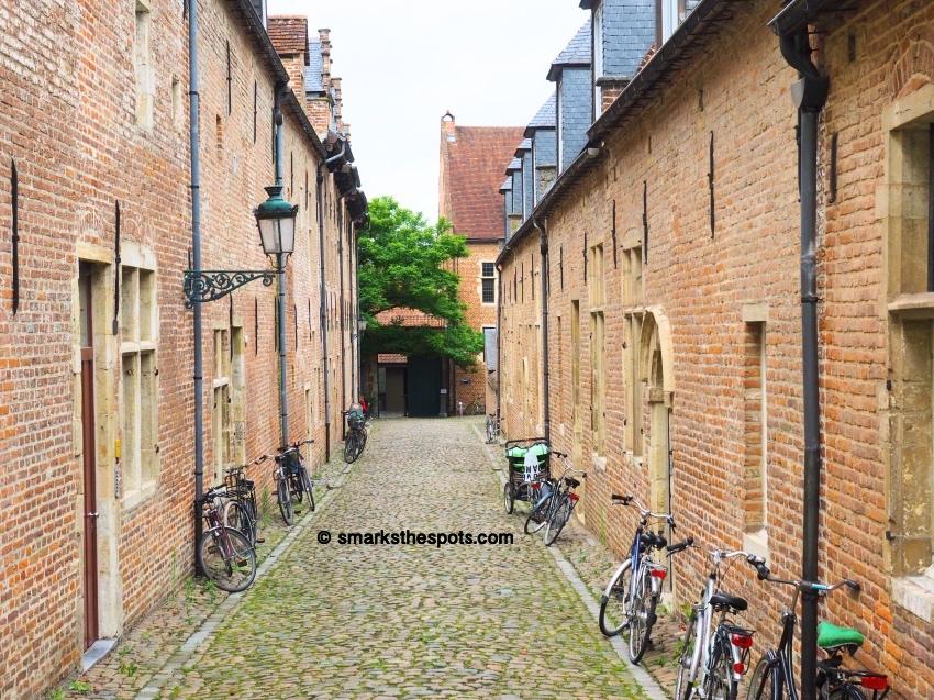 Groot_Begijnhof_leuven_belgium_smarksthespots_blog_01